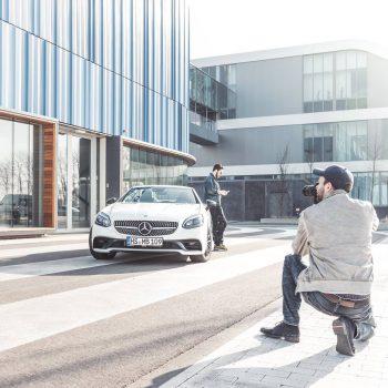 Ralf und Lennard rücken eine besondere Dame ins Rechte Licht: Den MB AMG CLS 43. (© Orths Medien GmbH)