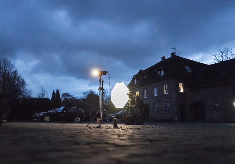 Die Belichtungsquellen kämpfen gegen die hereinbrechende Nacht an. (© Orths Medien GmbH)