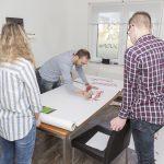 Ralf malt mit Ketchup - Was auch sonst? (© Orths Medien GmbH)