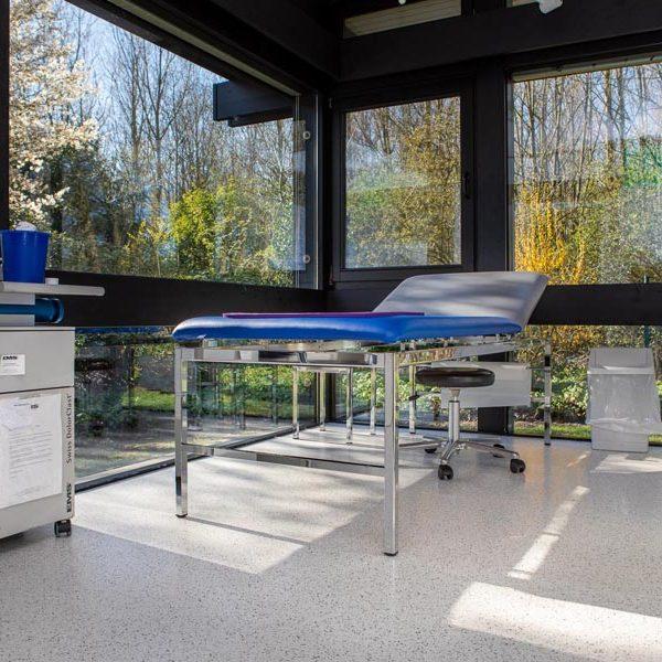 Innenaufnahme eines Behandlungsraums (© Orths Medien GmbH)