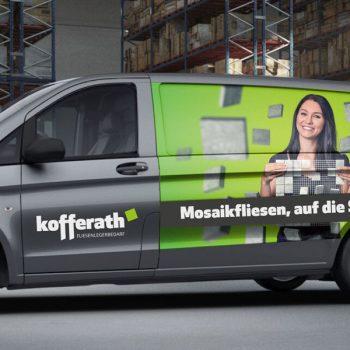 Die Fahrzeugbeklebung (© Orths Medien GmbH)